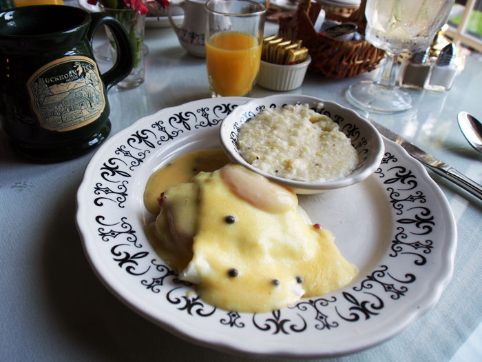 country benedict breakfast at Tennessee's Buckhorn Inn