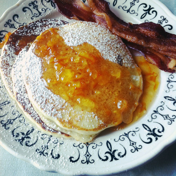 apricot pancakes and bacon at Tennessee's Buckhorn Inn