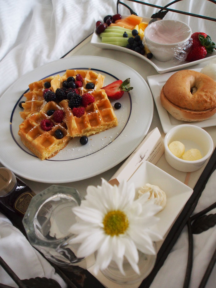 breakfast in bed at Nashville's Union Station hotel