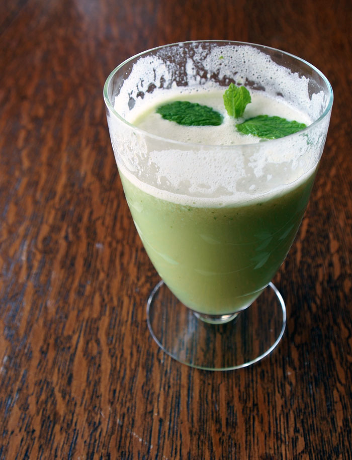 fresh juice: apples & parsnips with mint
