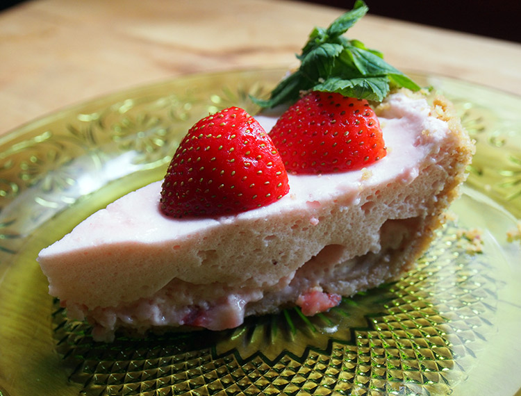 Light and Refreshing Strawberry Chiffon Pie - Recipe on the Westervin blog